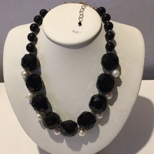 Jewelry - Amazing vintage onyx & fresh water pearls necklace